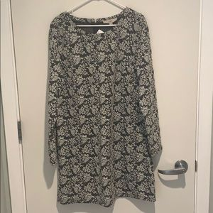 NWT long sleeve loft dress Large gray and white